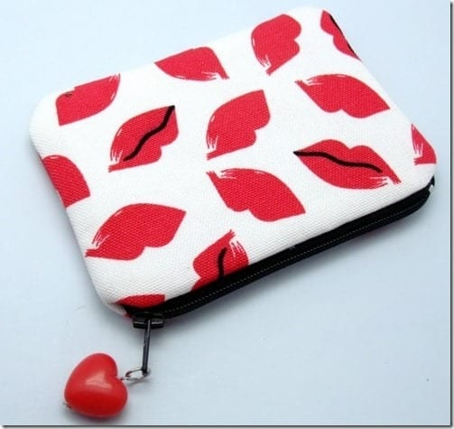 red-lips-zipper-pouch