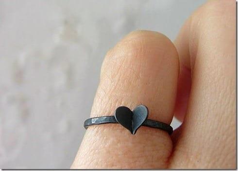 black-heart-ring