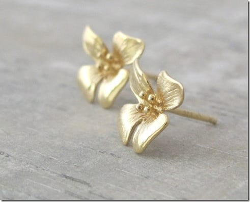 delicate-gold-flower-stud-earrings