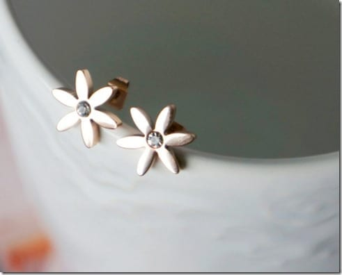 rose-gold-daisy-earrings