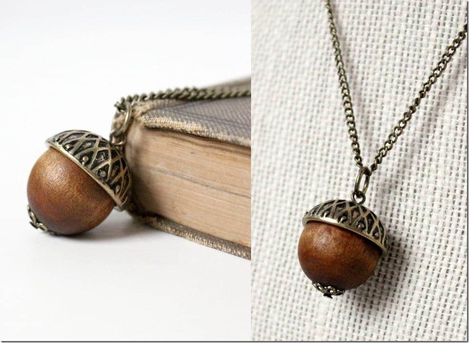 antique-gold-wooden-acorn-necklace