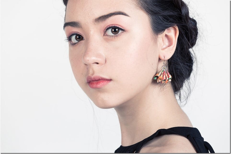 Eye-Catching Hand Fan-Shaped Earrings To Frame Your Holiday Party Face