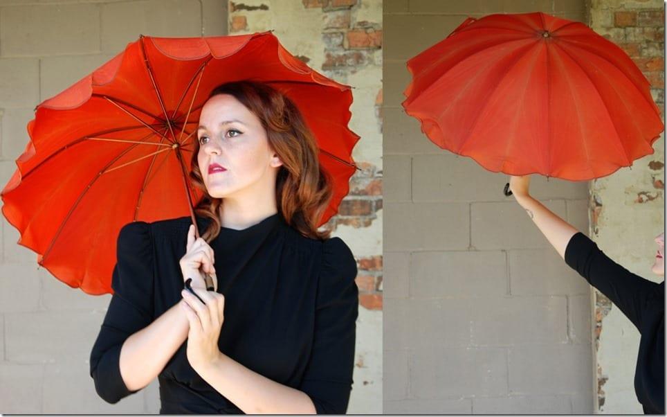 vintage-40s-scallop-poppy-red-umbrella