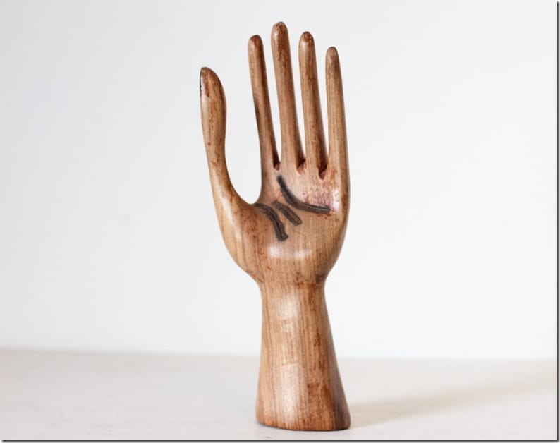 wooden-hand-ring-holder