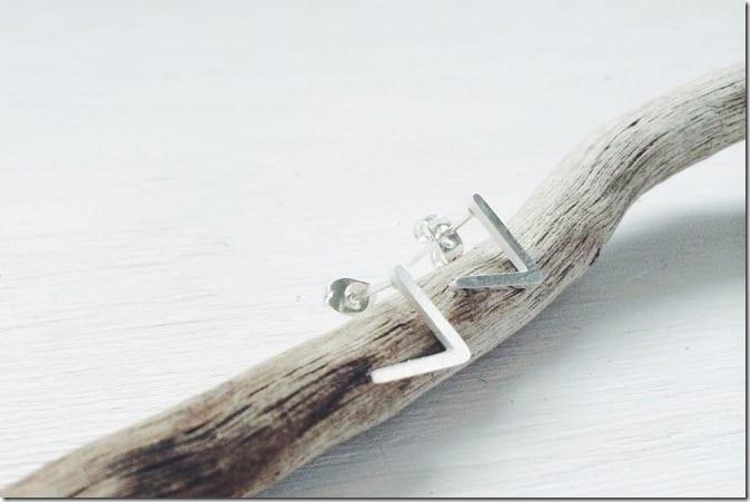 minimalist-v-stud-earrings