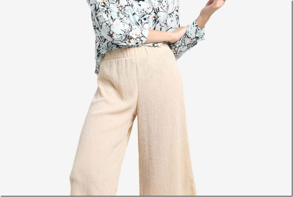 Wear Beige Pants For Low-Key Chic Vibes