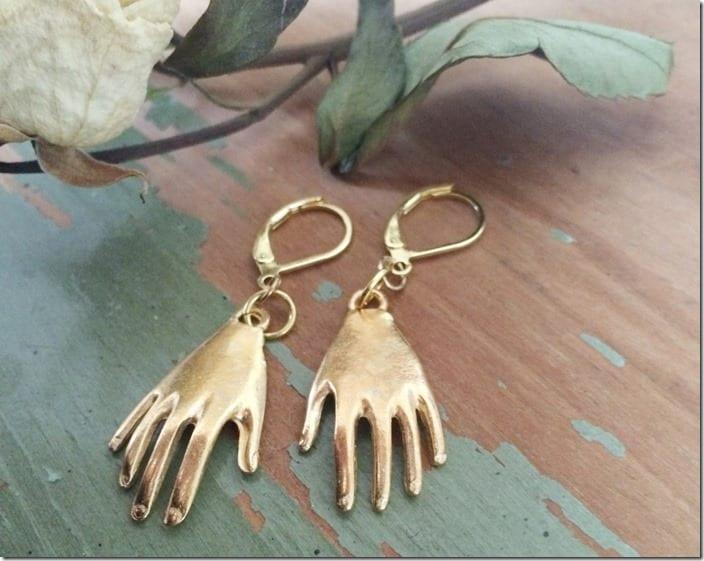 gold-kahlo-inspired-hand-earrings