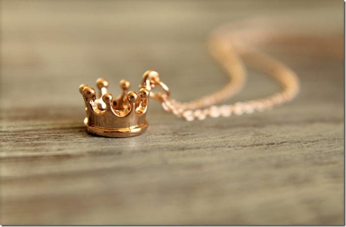 minimalist-crown-necklace