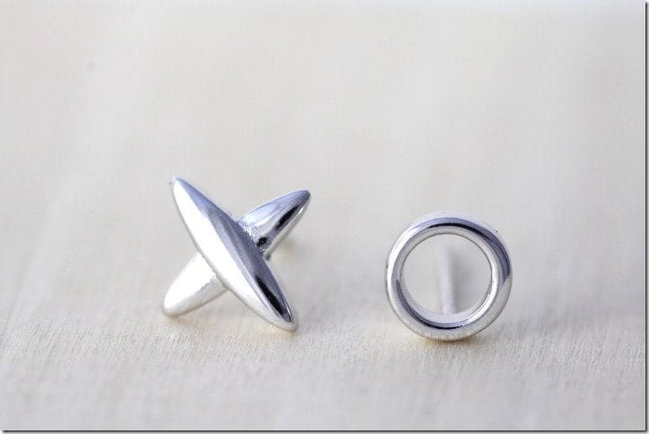 minimalist-xo-stud-earrings