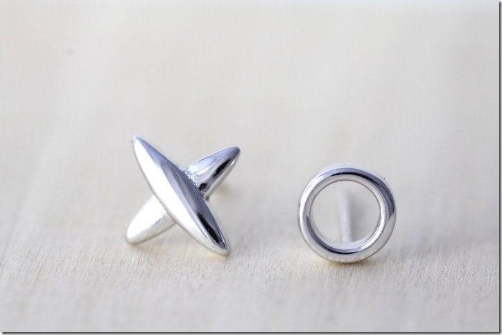 minimalist-xo-stud-earrings