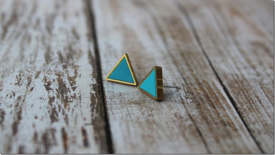 brass-frame-turquoise-triangle-earrings