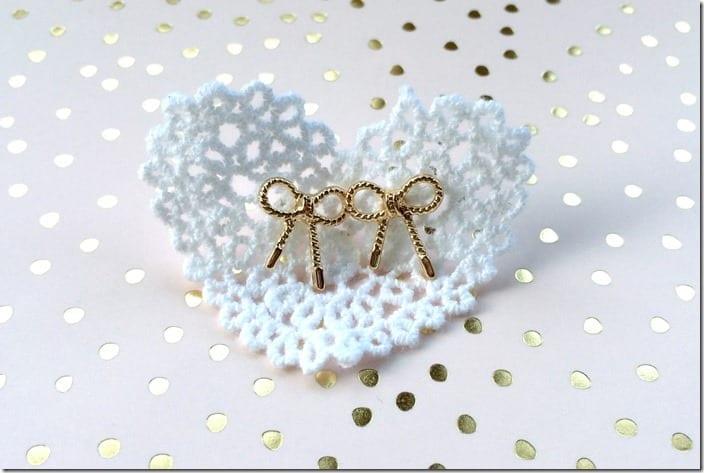 sweet-gold-bow-earrings