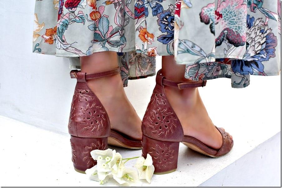 vintage-brown-block-heel-leather-sandals