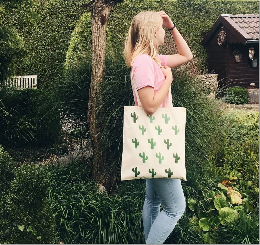 The Canvas Tote Bag Style For An Eco-Conscious Fashion Statement