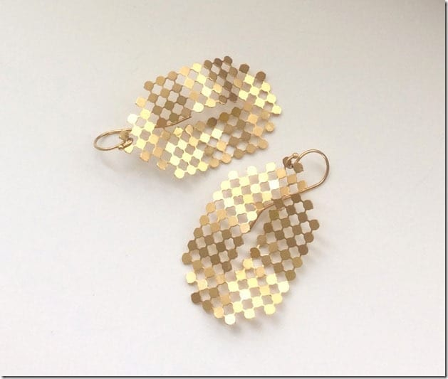 oval-mesh-dangle-earrings