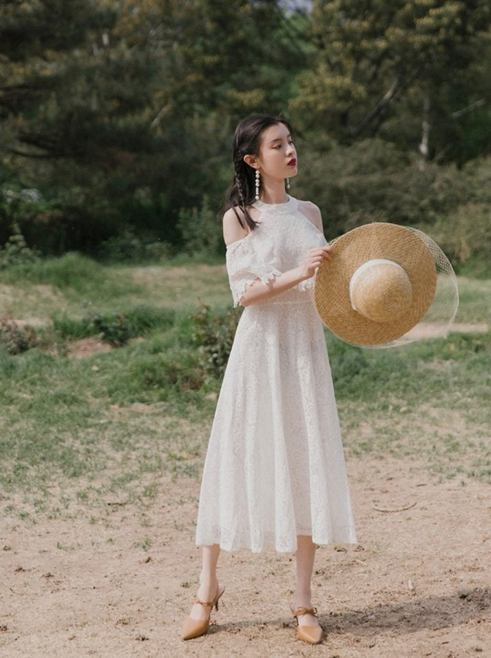 Exude max feminine vibe in vintage style lace dresses