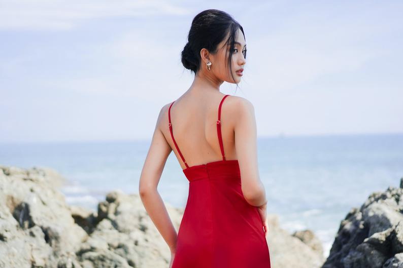 Maxi strap silk red dress