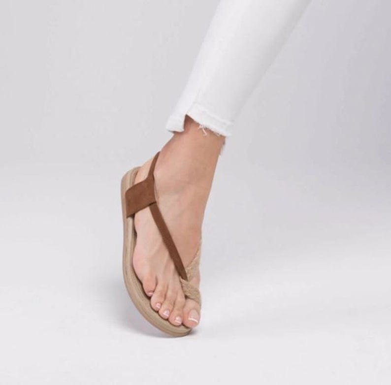 Get Summer-Stroll Ready With These Chic Minimalist Sandals