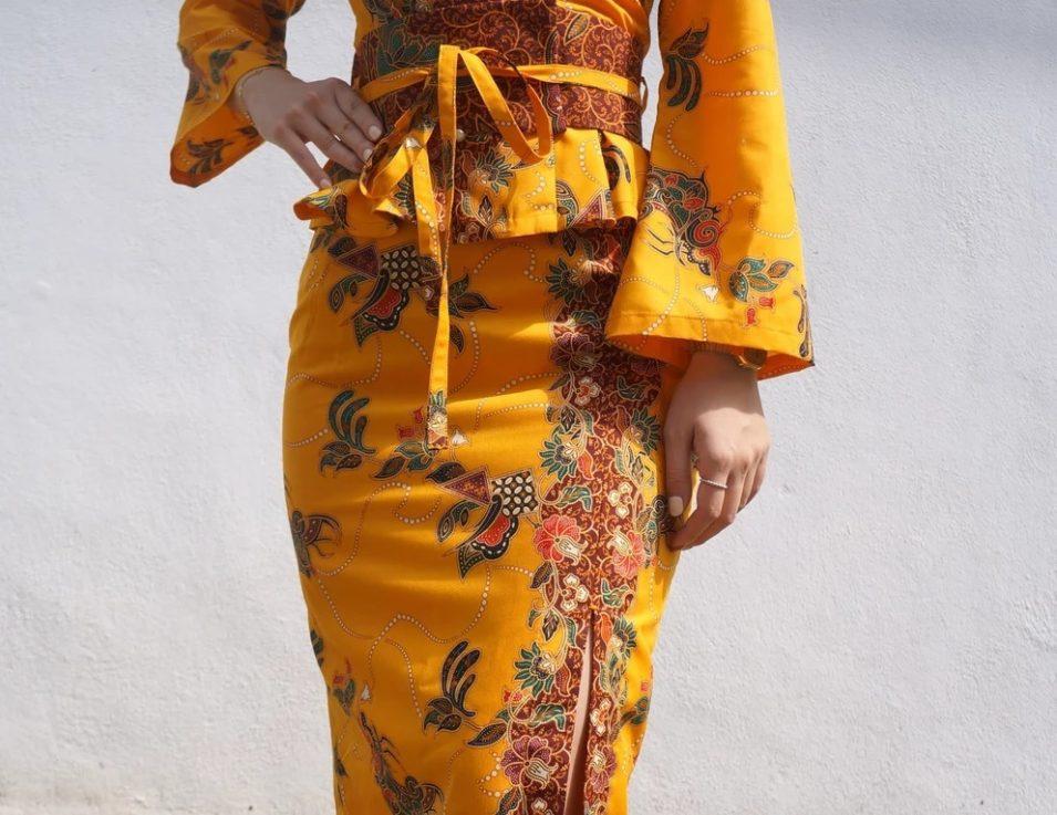 Slay the batik kebaya look with utmost confidence.