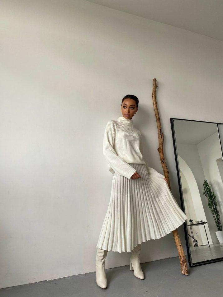 white knit skirt suit set // EvolveUA